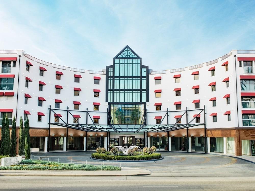 https://i.travelapi.com/hotels/1000000/20000/13000/12954/a2dd9365_z.jpg