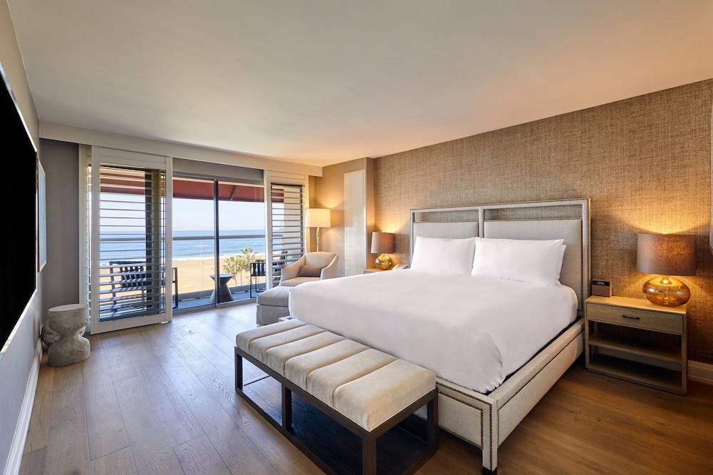 https://i.travelapi.com/hotels/1000000/20000/13000/12954/cf06c826_z.jpg