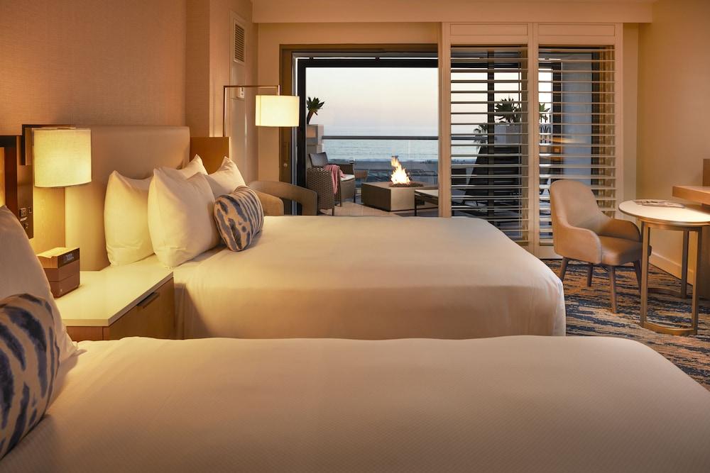 https://i.travelapi.com/hotels/1000000/20000/13000/12954/d8c78c47_z.jpg