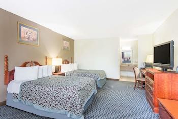 Guestroom at Days Inn by Wyndham Arlington Pentagon in Arlington