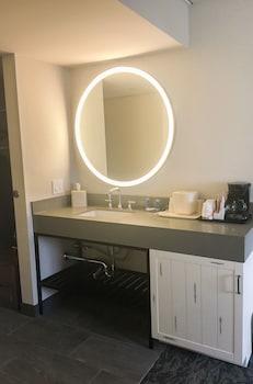 Fairfield Inn & Suites by Marriott Providence Airport - Guestroom  - #0