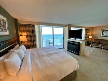 Studio Suite, 1 King Bed, Bathtub, Oceanfront (NonSmoking)