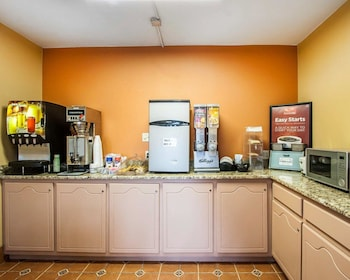 Tuscaloosa Vacations - Econo Lodge Inn & Suites - Property Image 3