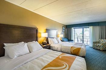 Room, Oceanfront, 2 Queen Beds & Sofa, Kitchenette