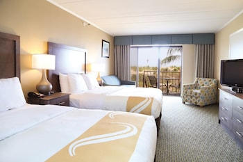 Room, Beachfront 1st Floor, 2 Queen Beds & Sofa, Kitchenette