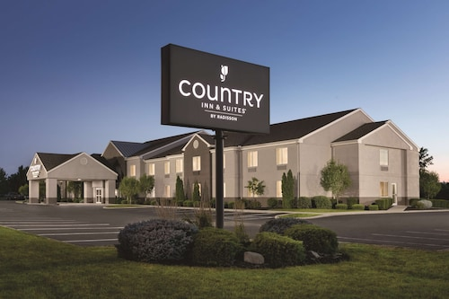 . Country Inn & Suites by Radisson, Port Clinton, OH