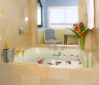 King Room with Ocean View and Spa Bath