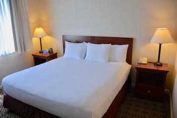 Guestroom at DoubleTree Suites by Hilton Hotel Mt. Laurel in Mount Laurel