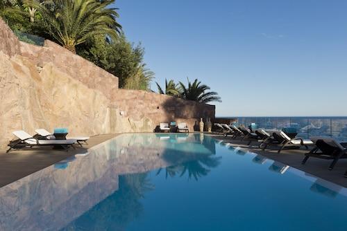 . Tiara Miramar Beach Hotel & Spa