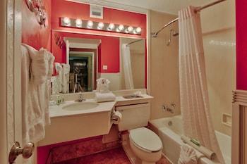 Superior Room, 1 King Bed, Non Smoking, Mountain View (Sandia Mountain View)