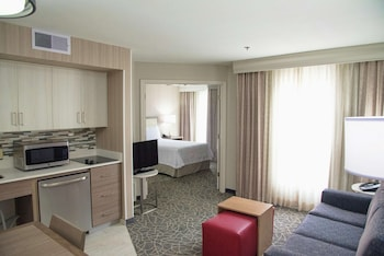 Suite, 1 Double Bed, Accessible, Bathtub (Mobility & Hearing)