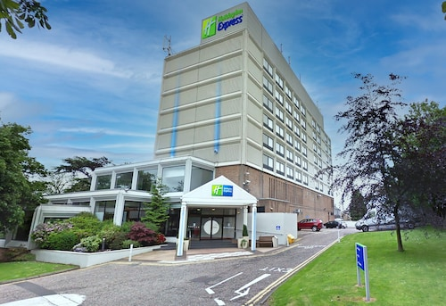 . Holiday Inn Express Edinburgh City West