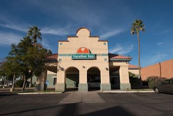 Hotel Front at Vacation Inn Phoenix in Phoenix