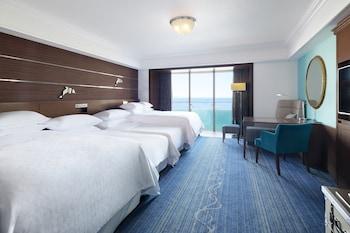 オーシャンドリームルーム ベッド4台|シェラトン・グランデ・トーキョーベイ・ホテル