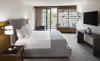 Deluxe Room, 1 King Bed, Balcony