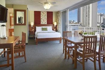 Studio Suite, Partial Ocean View (1 Queen Bed)