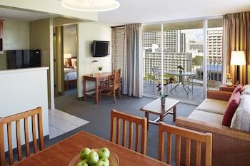 Suite, 1 Bedroom, Partial Ocean View (1 Queen Bed)