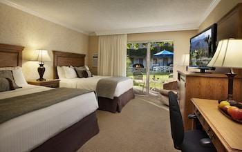 Standard Room, 2 Queen Beds, Refrigerator, Poolside