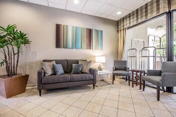 Lobby at Quality Inn & Suites Hermosa Beach in Hermosa Beach