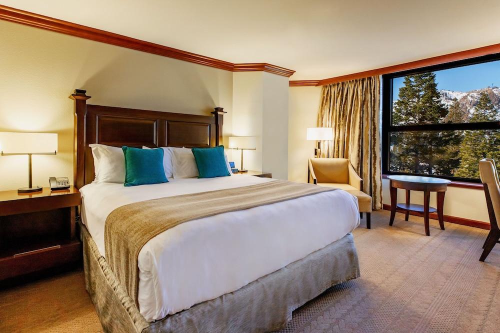 https://i.travelapi.com/hotels/1000000/20000/13700/13668/3d79a856_z.jpg