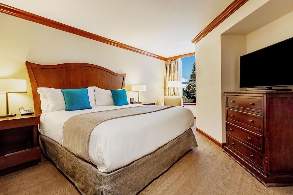 https://i.travelapi.com/hotels/1000000/20000/13700/13668/3f269baa_z.jpg