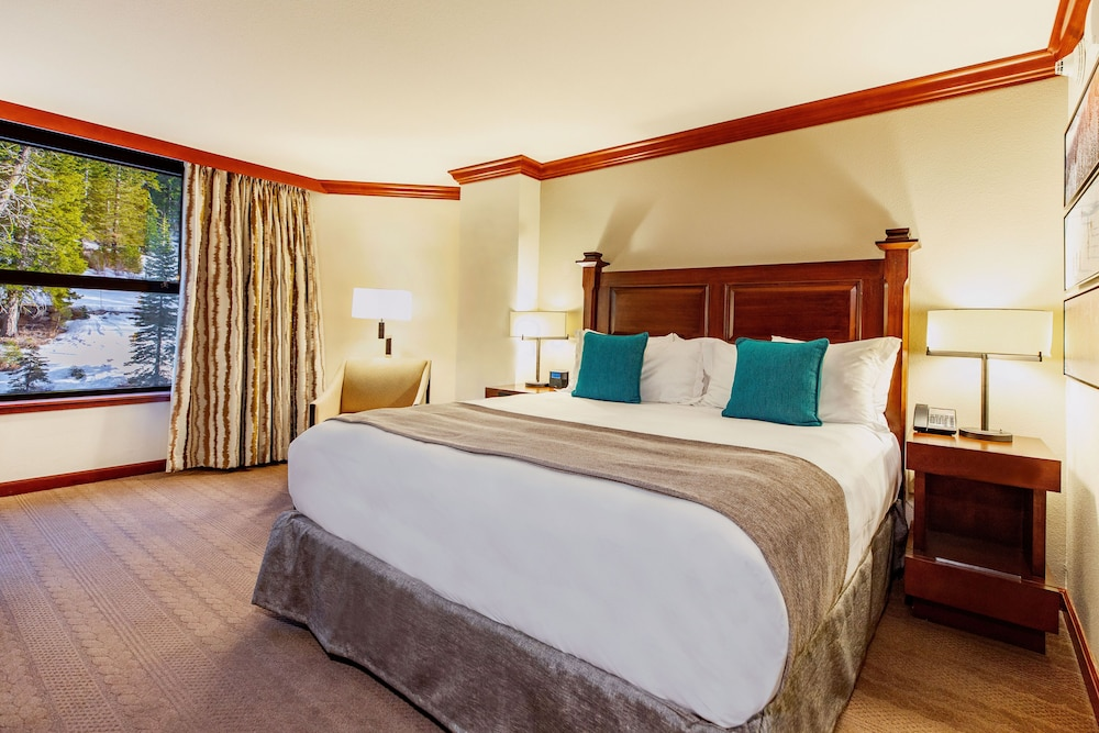 https://i.travelapi.com/hotels/1000000/20000/13700/13668/750a4119_z.jpg