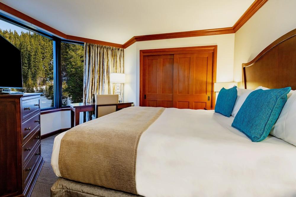 https://i.travelapi.com/hotels/1000000/20000/13700/13668/7c479797_z.jpg