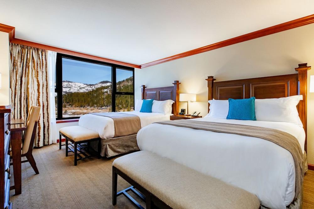 https://i.travelapi.com/hotels/1000000/20000/13700/13668/9ef0df54_z.jpg