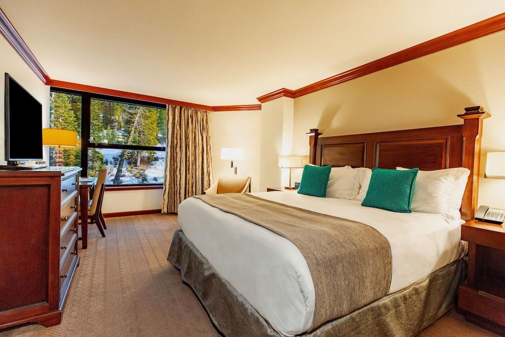 https://i.travelapi.com/hotels/1000000/20000/13700/13668/b060d073_z.jpg