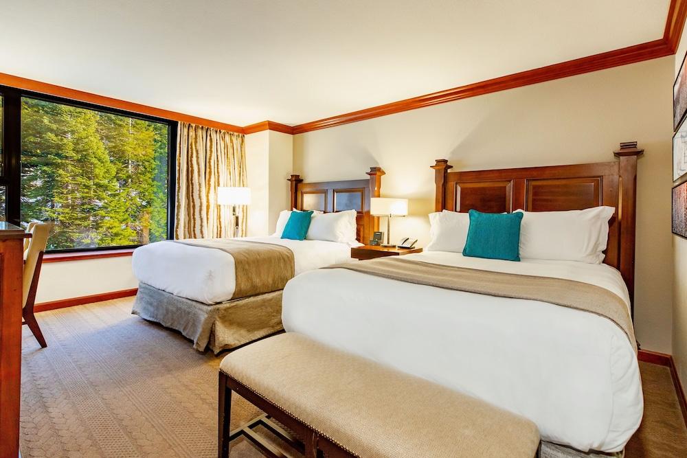 https://i.travelapi.com/hotels/1000000/20000/13700/13668/b2c51bc3_z.jpg