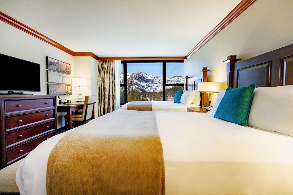 https://i.travelapi.com/hotels/1000000/20000/13700/13668/bbfcfeaa_z.jpg