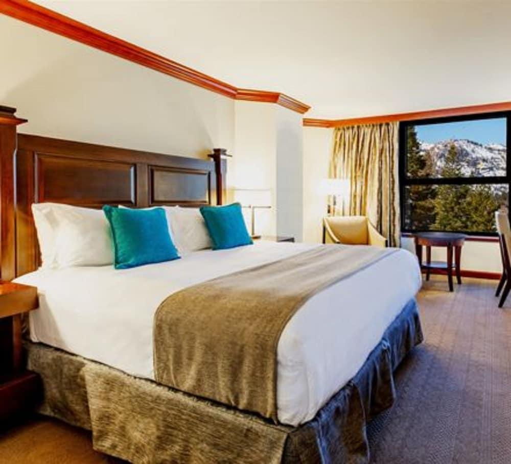 https://i.travelapi.com/hotels/1000000/20000/13700/13668/c8be7d52_z.jpg