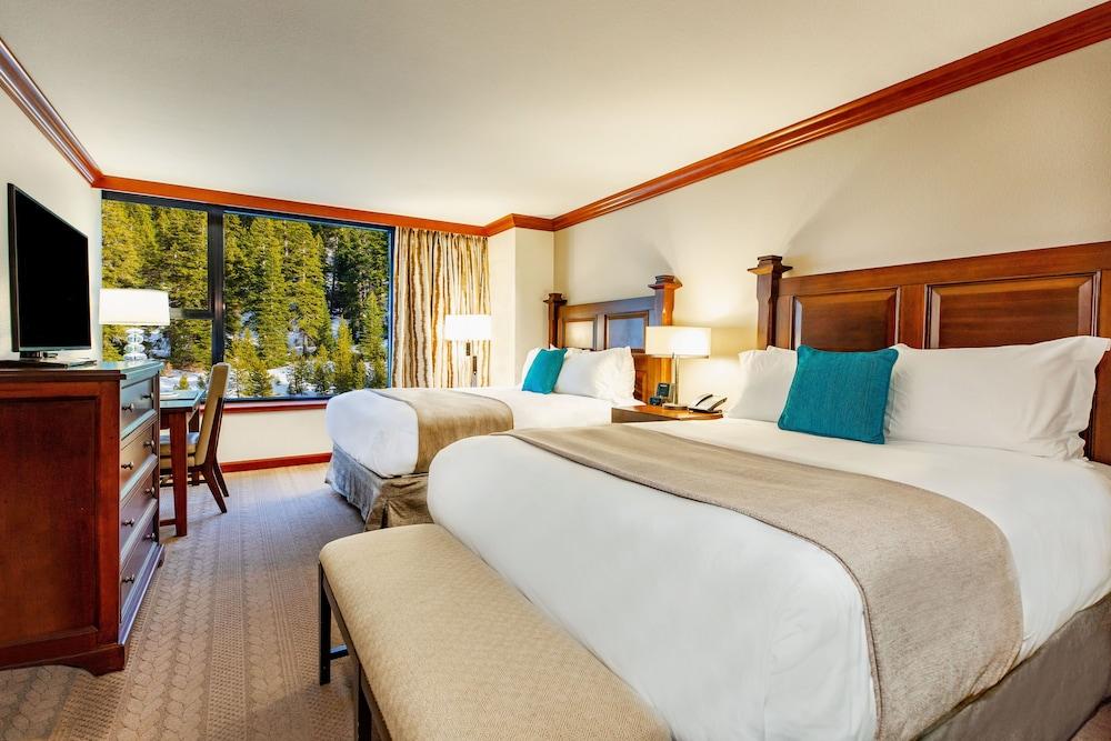https://i.travelapi.com/hotels/1000000/20000/13700/13668/ca5814c0_z.jpg