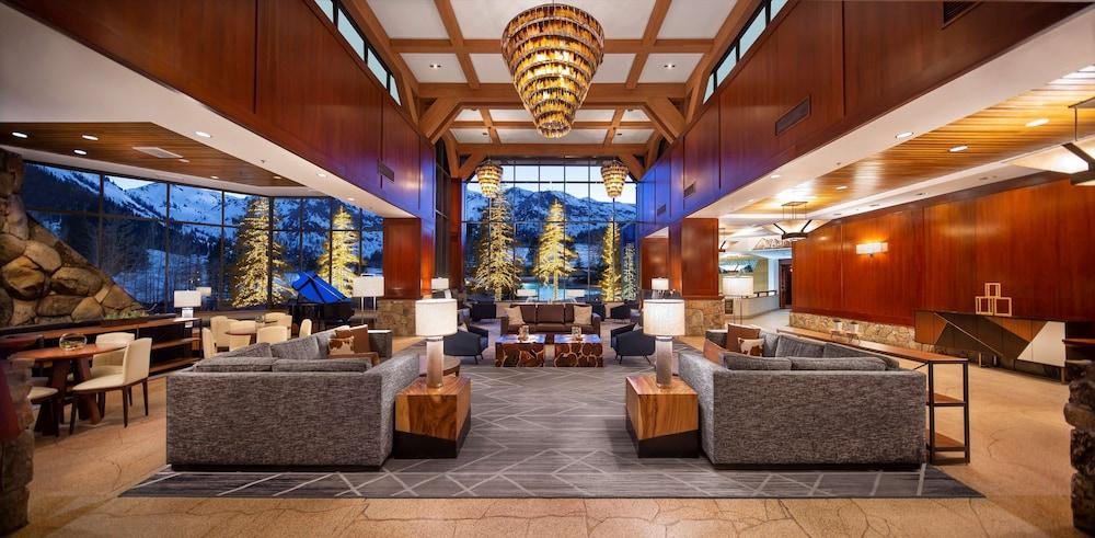 https://i.travelapi.com/hotels/1000000/20000/13700/13668/d7cae2fd_z.jpg