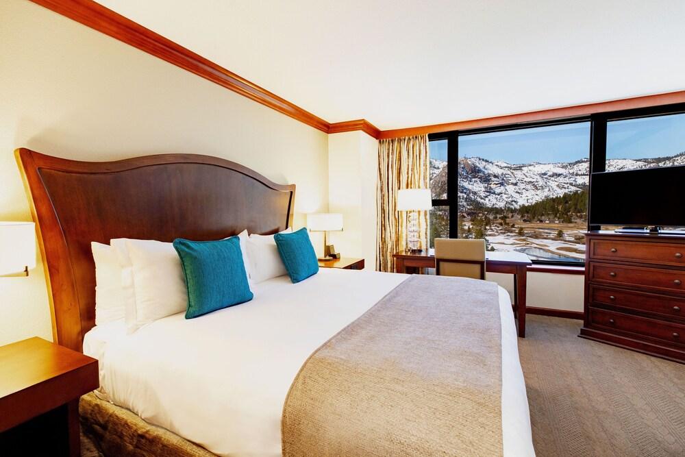 https://i.travelapi.com/hotels/1000000/20000/13700/13668/e736ef1f_z.jpg