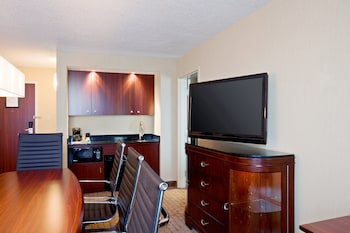Executive Suite, 1 King Bed, Non Smoking (Board Room)