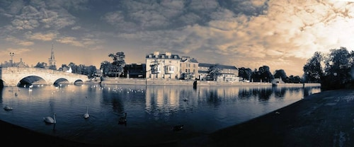 __{offers.Best_flights}__ Bedford Swan Hotel