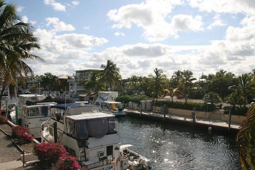 Waterside Suites & Marina, Monroe
