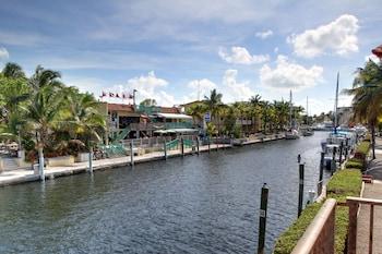 水畔套房碼頭飯店 Waterside Suites & Marina