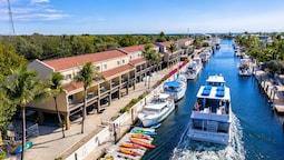 Waterside Suites & Marina