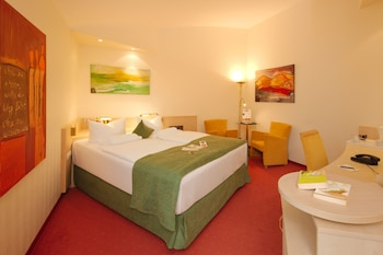 Executive Room, 1 Double Bed, Courtyard View