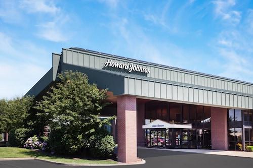 . Howard Johnson by Wyndham Evansville East