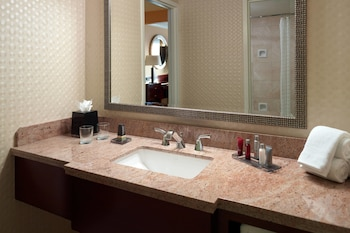 Guestroom at Gaithersburg Marriott Washingtonian Center in Gaithersburg
