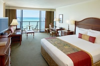 Club Room, 1 King Bed, Oceanfront