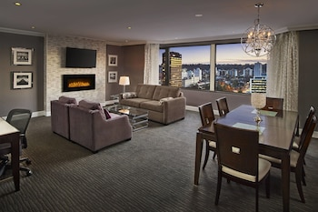 City Suite, 1 King Bed, Non Smoking, City View
