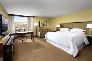 Club Room, 1 King Bed, Non Smoking, Corner