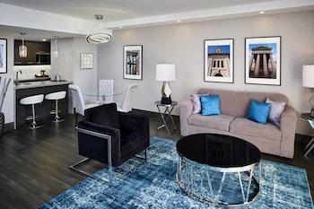 Junior Suite, 1 King Bed, City View, Corner