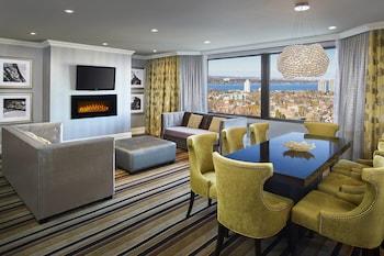 Executive Suite, 1 King Bed, Non Smoking, Lake View