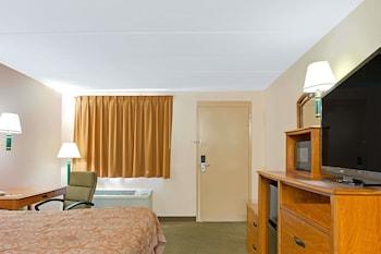 Guestroom at Super 8 by Wyndham Laurel in Laurel