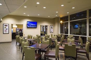 Lobby at Holiday Inn Express Philadelphia - Penns Landing in Philadelphia